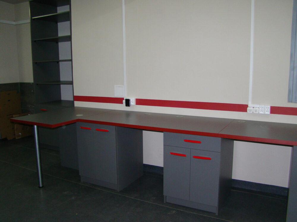 Meble wykonane dla Laboratorium Synlab Polska.